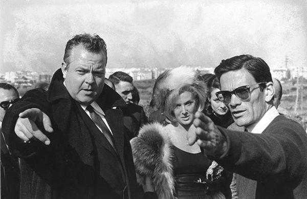 """Orson Welles, Elsa De Giorgi e Pasolini sul set de """"La ricotta"""" (1963)"""