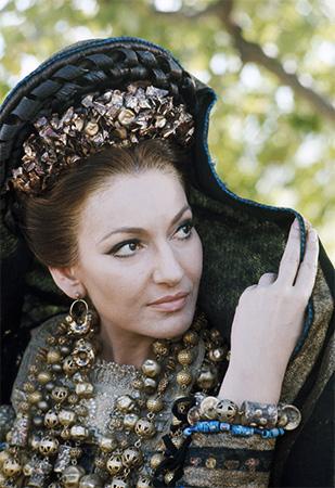 """Maria Callas  in """"Medea"""" di Pasolini. Foto di Mimmo Cattarinich"""