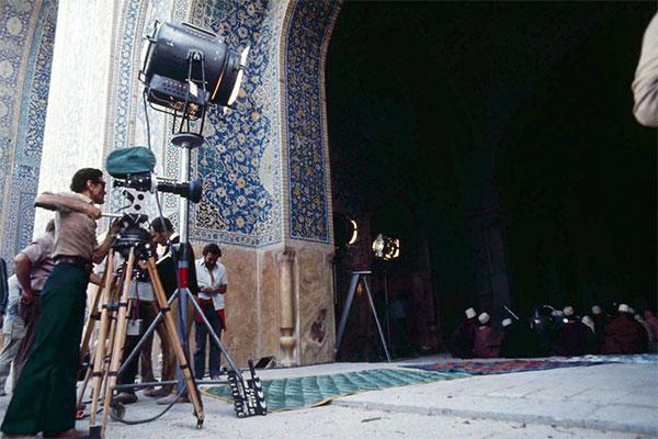 """Pasolini sul set del """"Fiore delle Mille e una notte"""". Foto di Roberto Villa"""