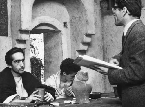 """Pasolini sul set de """"Il Vangelo secondo Matteo"""". Nella foto,con lui, Enrique Irazoqui e Giacomo Morante"""