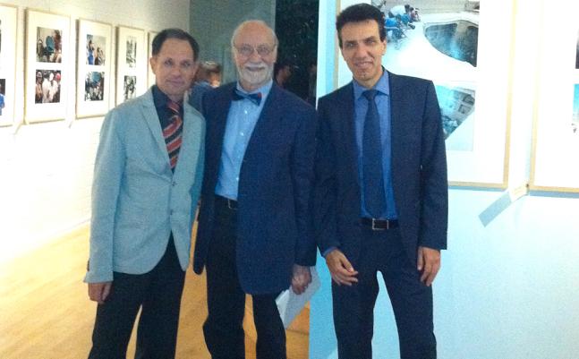 Il Direttore dell'Istituto Italiano di Cultura di Los Angeles, Alberto Di Mauro, il fotografo Roberto Villa e il Console Generale d'Italia, Giuseppe Perrone