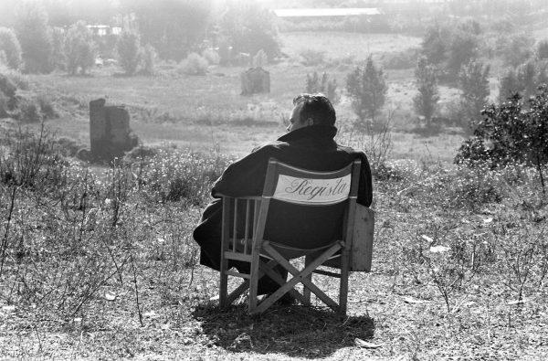 "Orson Welles sul set de ""La ricotta"". Foto di Paul Ronald"