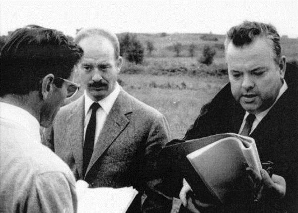 """Alfredo Bini in mezzo tra Pasolini e Welles sul set de """"La ricotta"""" (1962)"""