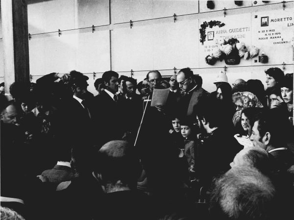 Turoldo legge l'omelia ai funerali di Pasolini a Casarsa (1975)