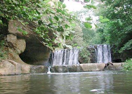 """Chia. Le cascate in cui Pasolini girò le scene del battesimo di Gesù nel """"Vangelo secondo Matteo"""" (1964)"""