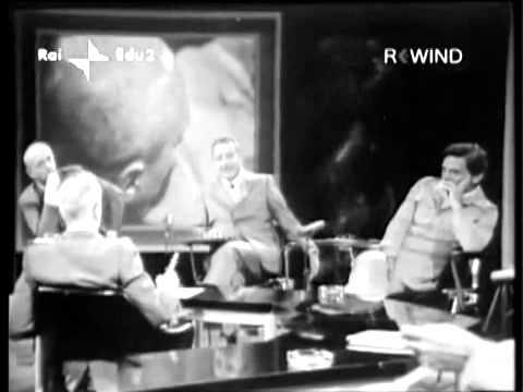 """Pasolini con Enzo Biagi nella trasmissione """"III B. facciamo l'appello"""" (1971)"""