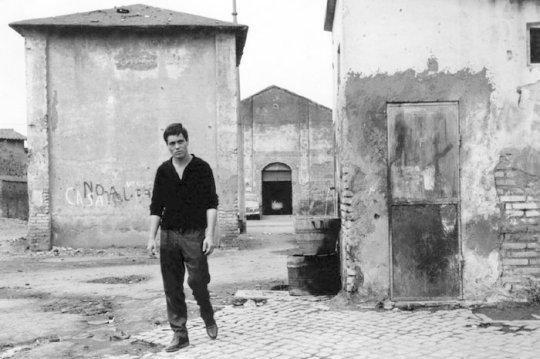 """Franco Citti in """"Accattone"""" al Pigneto"""