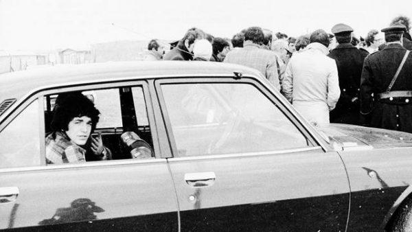 Pino Pelosi durante un sopralluogo all'Idroscalo di Ostia (1976)