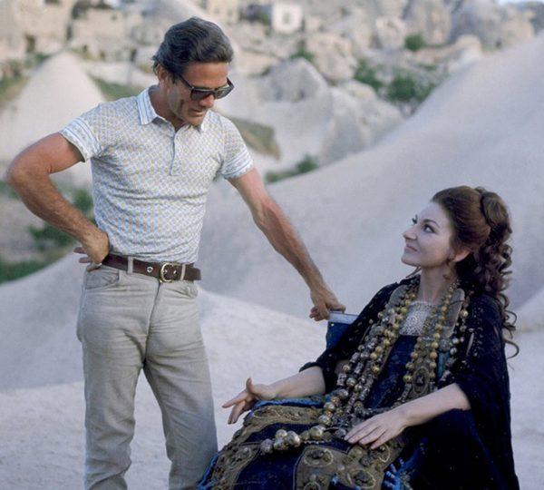 """Pasolini e Maria Callas sul set di """"Medea"""" (1969). Foto di Mimmo Cattarinich"""
