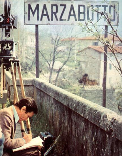 """Pasolini a Marzabotto per i sopralluoghi di """"Salò"""" (1974)"""