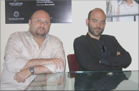 """Mario Gelardi e Roberto Saviano impegnati nella trascrizione teatrale di """"Gomorra"""" (2007)"""