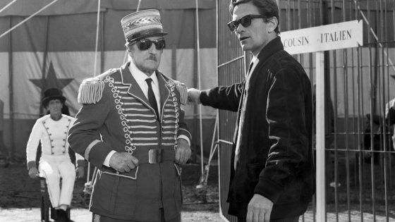 """Totò e Pasolini sul set di """"Uccellacci e uccellini"""". Foto Reporters Associati&Archivi"""